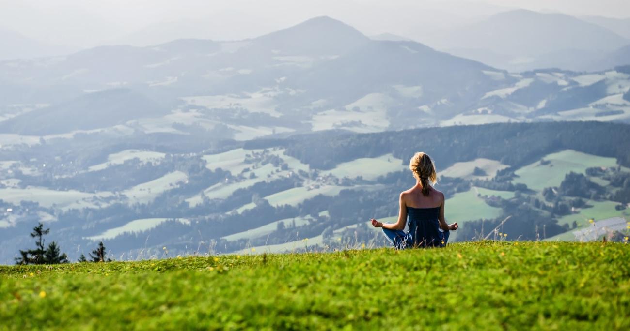 Для практики медитации желательно выбрать уединенное место