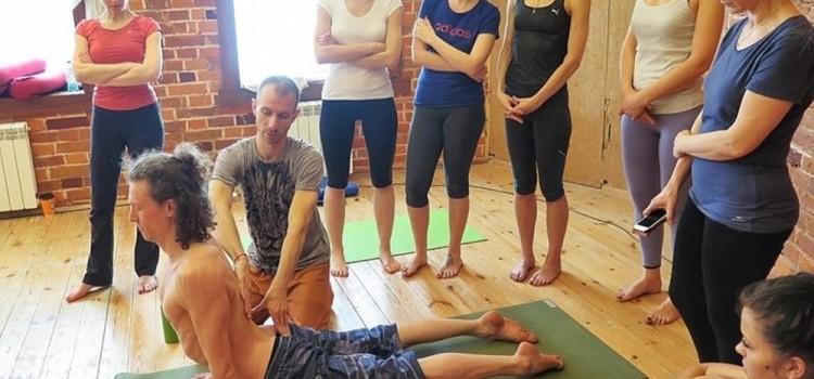 Курс углубленного изучения йоги и подготовки преподавателей — идет формирование группы
